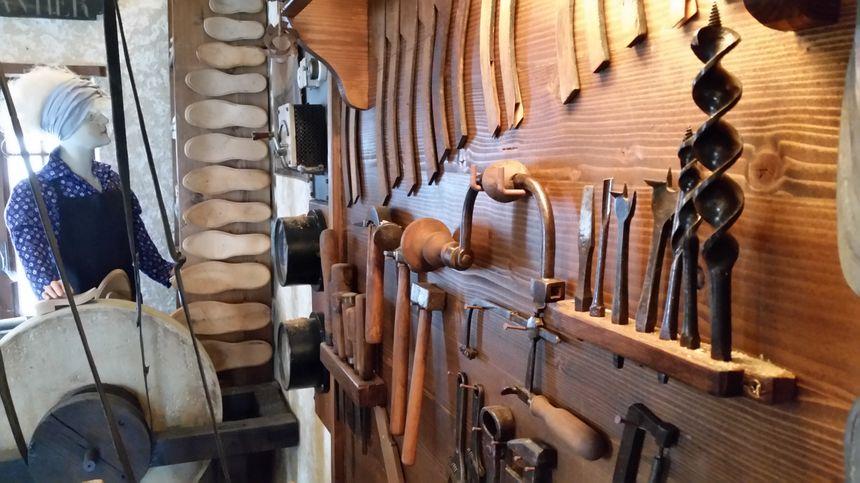 Les outils du galochier, à Virieu sur Bourbre