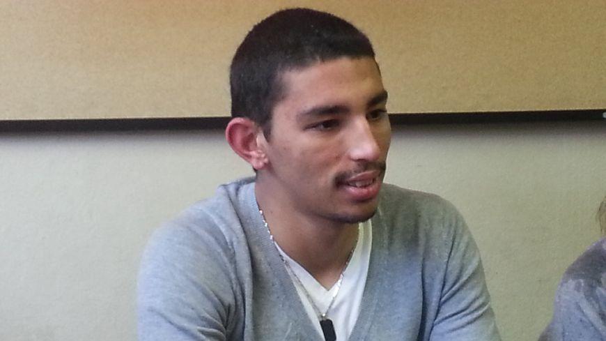 Abdelrrahman souffre de contusions et bénéficie d'un arrêt de travail de trois jours. Ses pommettes sont encore enflées.