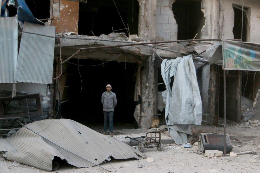 En Syrie, la ville d'Alep est toujours sous les bombes