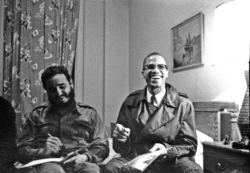 Fidel Castro et Malcolm X, dans une chambre d'hôtel à Harlem, le 19 octobre 1960