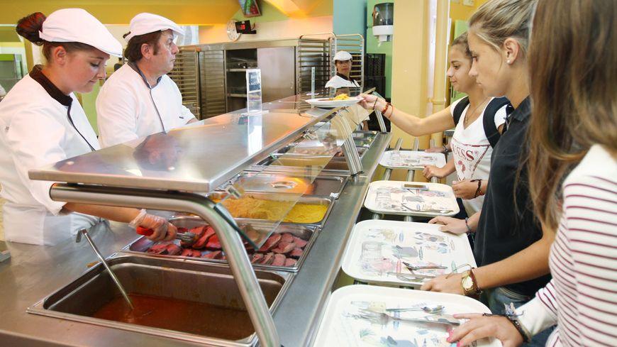 Les restaurants collectifs devront désormais proposer 40 % de produits locaux et de saison dont 20 % de produits bio.
