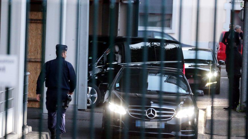 Le convoi du président algérien Abdelaziz Bouteflika à son arrivée à la clinique d'Alembert de Grenoble.