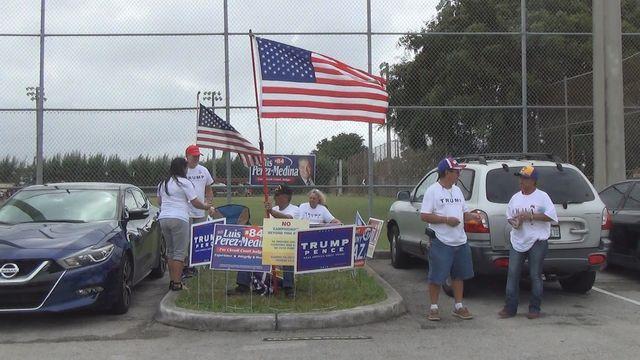 #USA 2016 : à Hialeah, Floride, les latinos  pro Trump près d'un bureau de vote anticipé