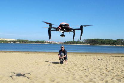 Le drone sauveteur en mer en vol stationnaire face au preneur de son Eric Dammagio
