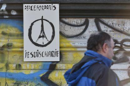 """Affiche """"Je suis Charlie"""", place de la République à Paris en novembre 2015"""