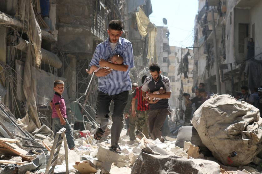Après un bombardement dans le quartier rebelle de Salihin, au nord d'Alep, en Syrie (11/09/16)