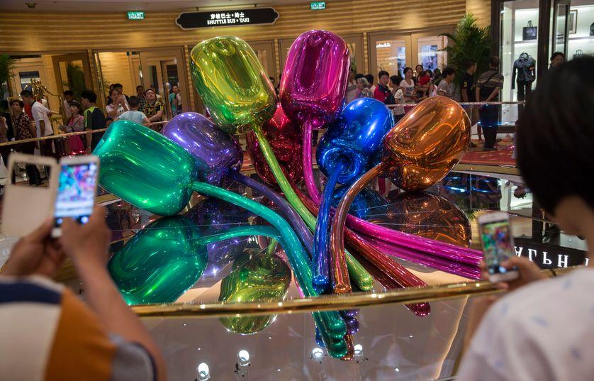 Les tulipes de Jeff Koons présentée dans un casino de Macau