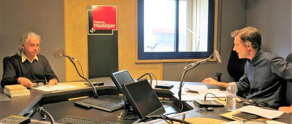 France Musique, studio 132... Jean-Yves Brancy, éditeur-docteur en histoire de l'Université-de-Toulouse-II & le producteur Philippe Venturini (de g. à d.),
