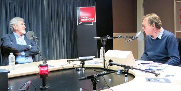 France Musique, studio 131... Le comédien Patrick Préjean à l'affiche du Schmilblick & Benoît Duteurtre, peroducteur (de g. à d.)
