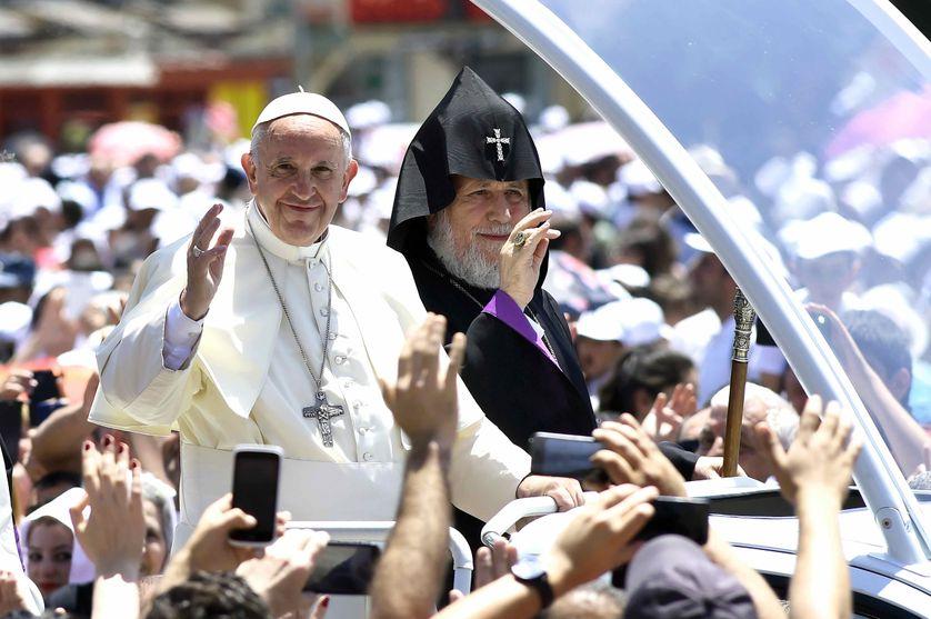 Juillet 2016, la visite du pape François en Arménie en compagnie du Catholicos.