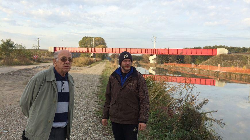 Robert Pfimmer et Raphaël Ebersold sur les lieux du déraillement du TGV à Eckwersheim