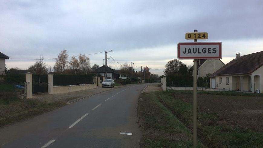Le petit village icaunais retrouve le calme après les quelques remous qui avaient accompagné l'arrivée des migrants