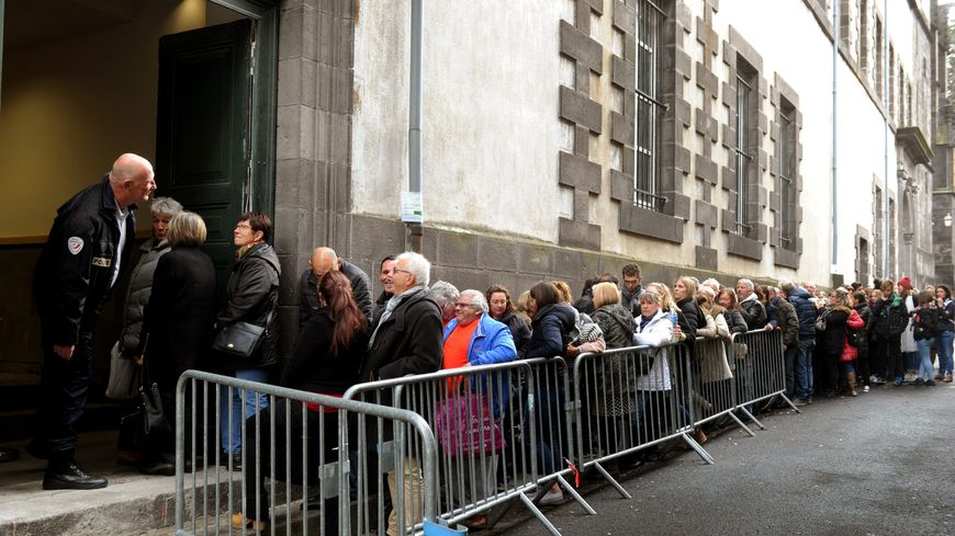 Tous les jours, la foule a attendu des heures pour assister aux audiences du procès de l'affaire Fiona.