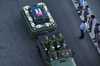 Le cercueil du Comandante voyage à travers Cuba