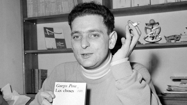 """Georges Perec présente à la presse son roman """"Les Choses """" pour lequel il vient de recevoir le Prix Renaudot (1965)."""