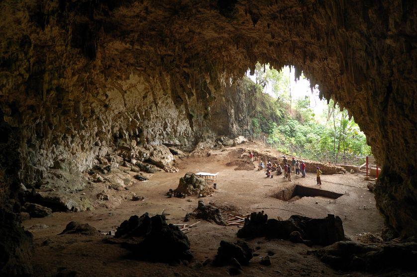 Caverne de Liang Bua où les restes de l'Homme de Flores (Homo floresiensis), surnommé le « hobbit », ont été découverts en 2003 en Indonésie.