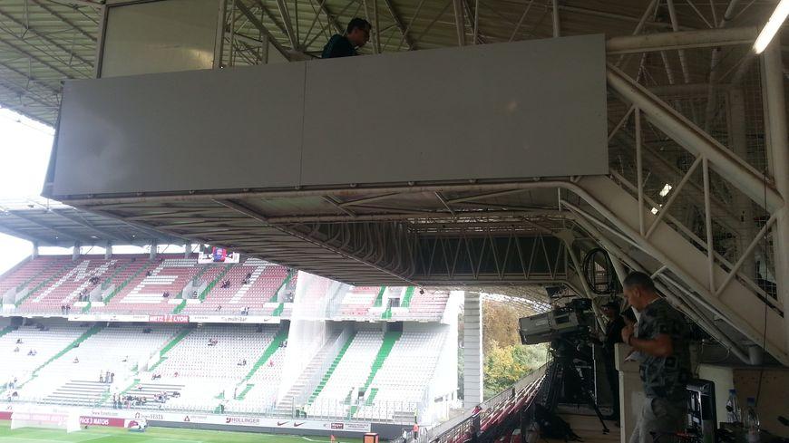 La tribune sud du stade Saint-Symphorien, la plus vetuste.