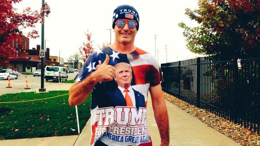 """Dans l'Iowa, un """"supporter"""" de Trump se réjouit de l'affaire des emails d'Hillary Clinton : """"C'est une très bonne journée."""""""