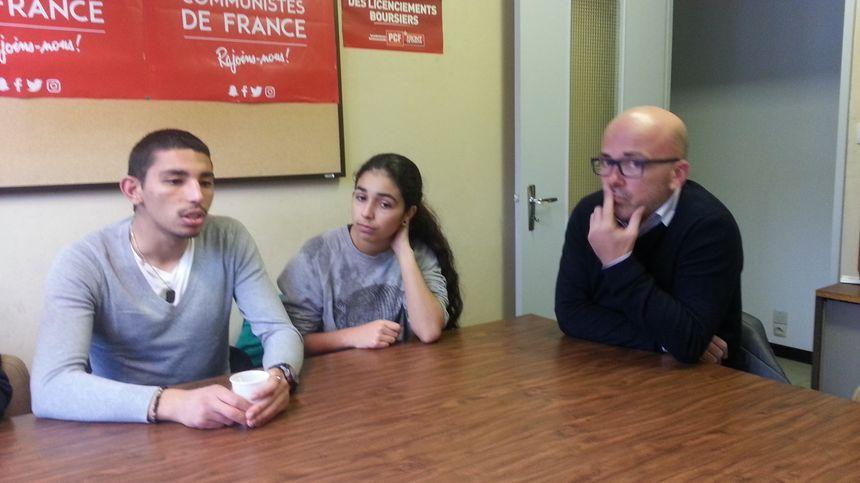 La victime, Abdelrrahman, son amie Kenza et Yannick Bedin, responsable du partic comumniste sur la vilel de Bourges.