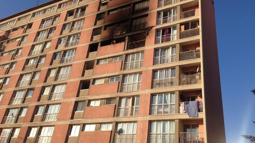 Le feu s'est déclaré au cinquième étage de l'immeuble