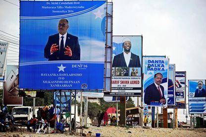 Affiches de campagne des prochaines élections présidentielles somaliennes à Mogadiscio, en Somalie. Le nouveau président fédéral de la Somalie sera élu demain