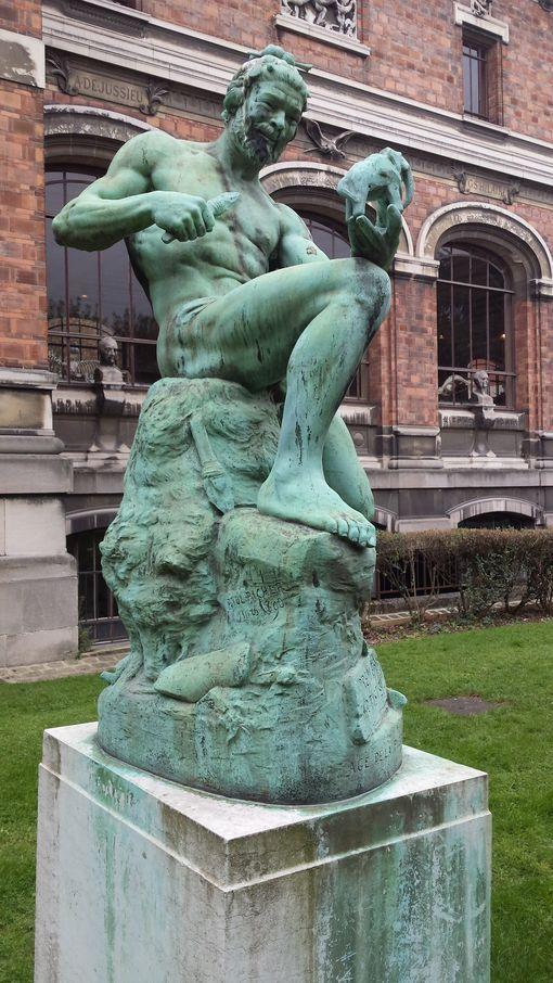 Statues du Premier artiste par Richer au Jardin des Plantes à Paris