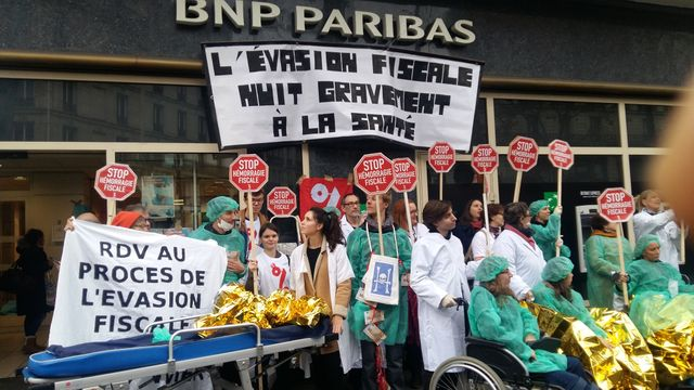 L'action d'Attac devant la BNP Paribas