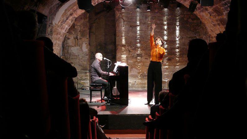 2007, Clémentine interprète « Je ne te salue pas » (A. Leprest / R. Didier) accompagnée par Dominique Desmons au théâtre de l'Essaïon à Paris