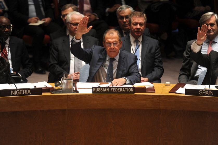 Le ministre des Affaires Etrangères de la Russie Serguei Lavrov vote pour une résolution au Conseil de Sécurité de l'Onu (décembre 2015)