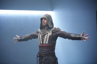 """Image extraite du film """"Assassin's Creed"""" (2016) avec Michael Fassbender dans le rôle titre"""