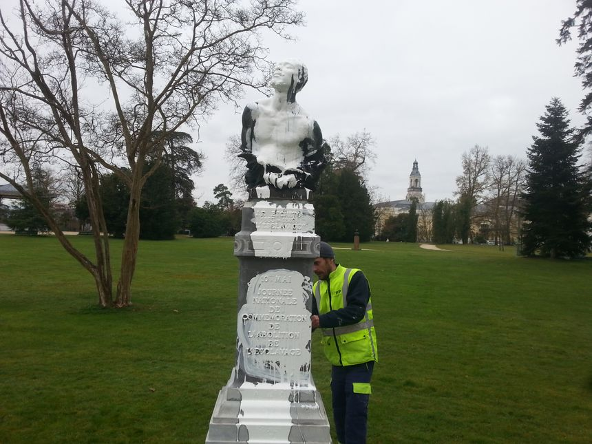 La statue vandalisée au Parc Beaumont à Pau