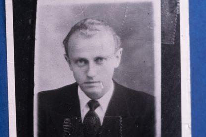 Photo prise en 1943 du Français Paul Touvier, ancien chef du service de renseignement de la milice de Lyon sous l'occupation allemande. Il fut gracié par le président Georges Pompidou en 1971