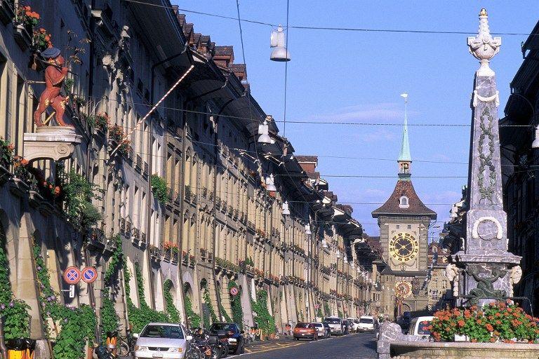 Une rue du centre historique de la capitale suisse, Berne