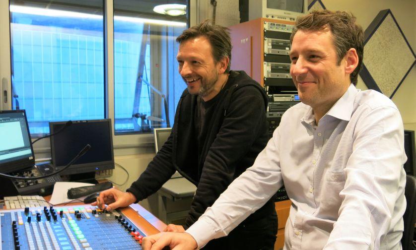 """France Culture, studio 153, pendant l'émission ! ... Franck Lilin qui réalise l""""émission & Jean-Ghislain Maige, technicien son à l'antenne de France Culture (de g. à d.)"""