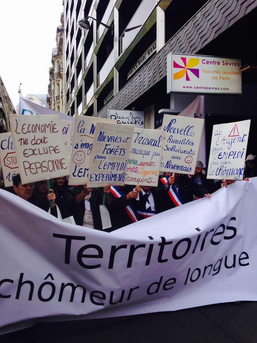 Manifestation de chômeurs et d'élus à l'appel d'ATD Quart Monde, le 27 avril 2015 à Paris