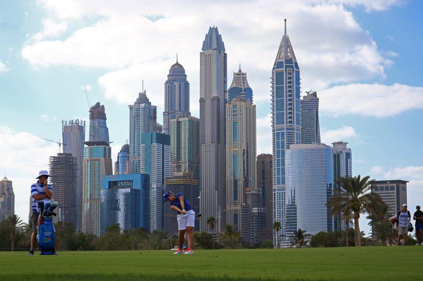 Une golfeuse devant la skyline de Dubaï. C'était pendant l'Omega Dubai Ladies Masters le 10 décembre 2016