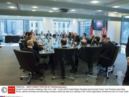 Une réunion au sommet (et au sommet de la Trump Tower à Manhattan) de l'équipe du président élu pendant leur rencontre avec les dirigeants des entreprises américaines de haute-technologie