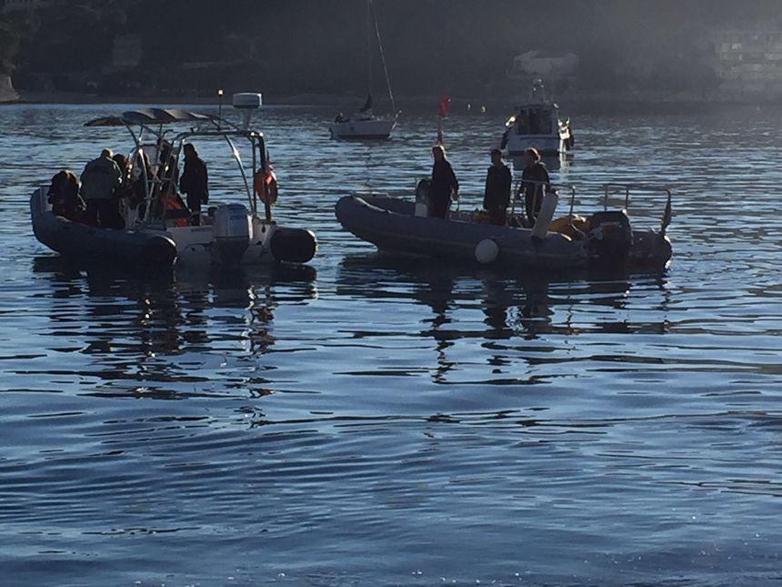 Opération de relevage d'une encre géante à Villefranche-sur-mer