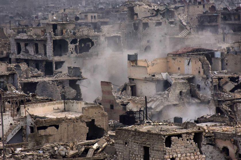Bombardements dans le quartier al-Shaar, dans l'est d'Alep en Syrie, le 5 décembre 2016.