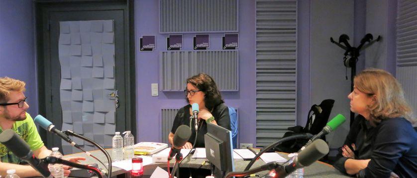 France Culture, studio 153, pendant l'émission... le dessinateur Damien Roudeau, Aline Pailler, productrice & Laetitia Cénac, grand reporter à Madame Figaro au service culture (de g. à d.)