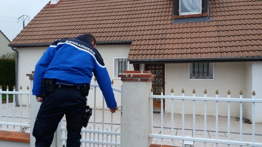 Les gendarmes viennent vérifier votre maison plusieurs fois par semaine