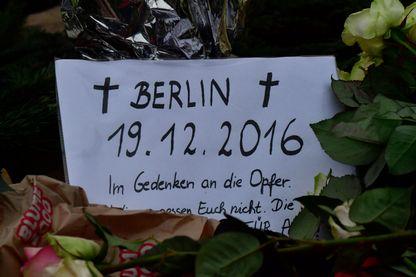 Hommage aux victimes de l'attentat de Berlin qui a eu lieu sur un marché de Noël le 19 décembre 2016