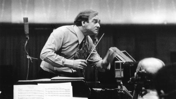 Karl Richter en train de diriger une répétition.