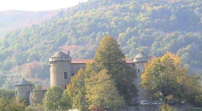 Le château La Tour à Saint-Pierreville
