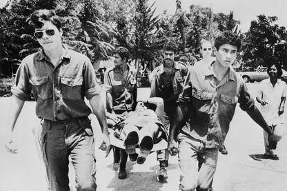 Les forces israéliennes ont secouru 100 otages détenus à l'aéroport d'Entebbe en Ouganda par des membres du Front Populaire de Libération de la Palestine à la suite de leur détournement du vol 139 d'Air France.