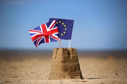 Brexit. illustration photo le drapeau de l'Union européenne et le drapeau de l'Union