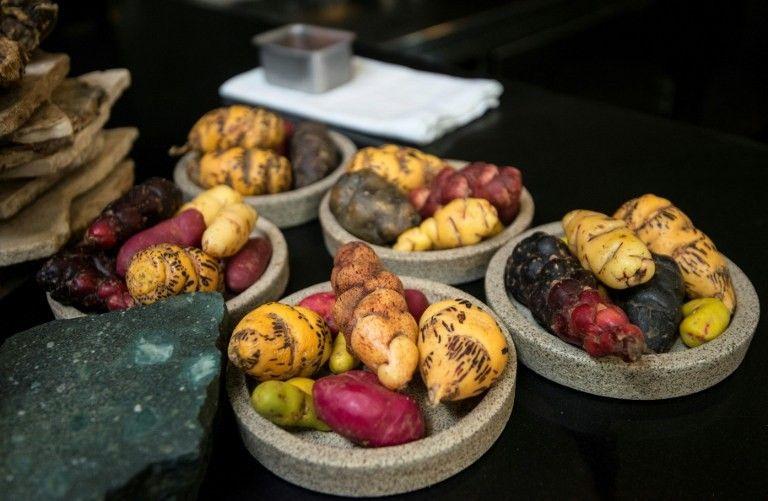 Différentes variétés de pommes de terre utilisées dans le restaurant du chef Virgilio Martinez à Lima au Pérou, 24 juin 2016.