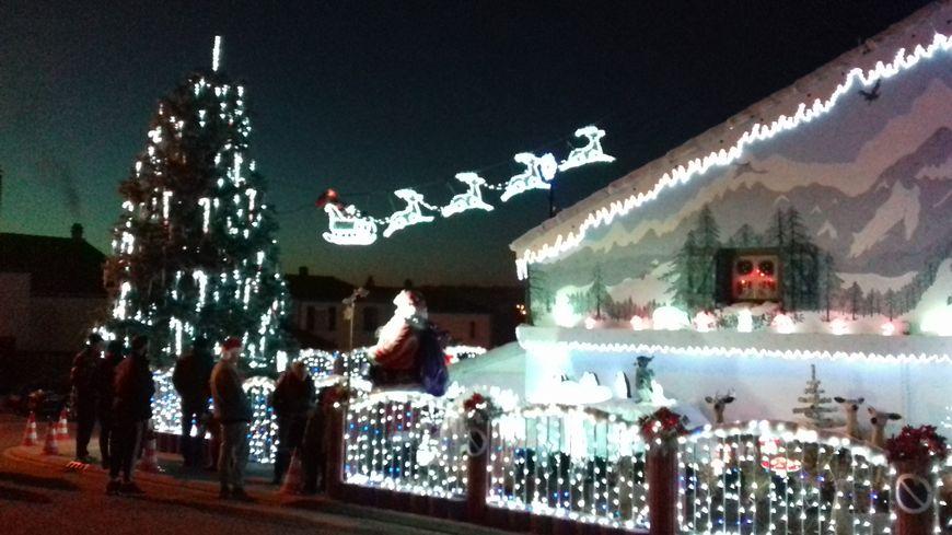 Chaque soir de décembre, la maison est éclairée de 17h30 à 22h30.