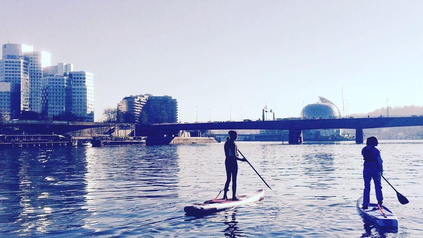 Faire du paddle sur la Seine, un sport en plein essor en Ile-de-France