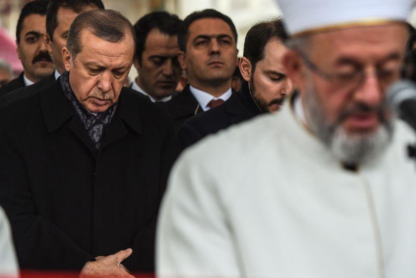Le président turc Erdogan lors des funérailles des victimes du double attentat d'Istanbul